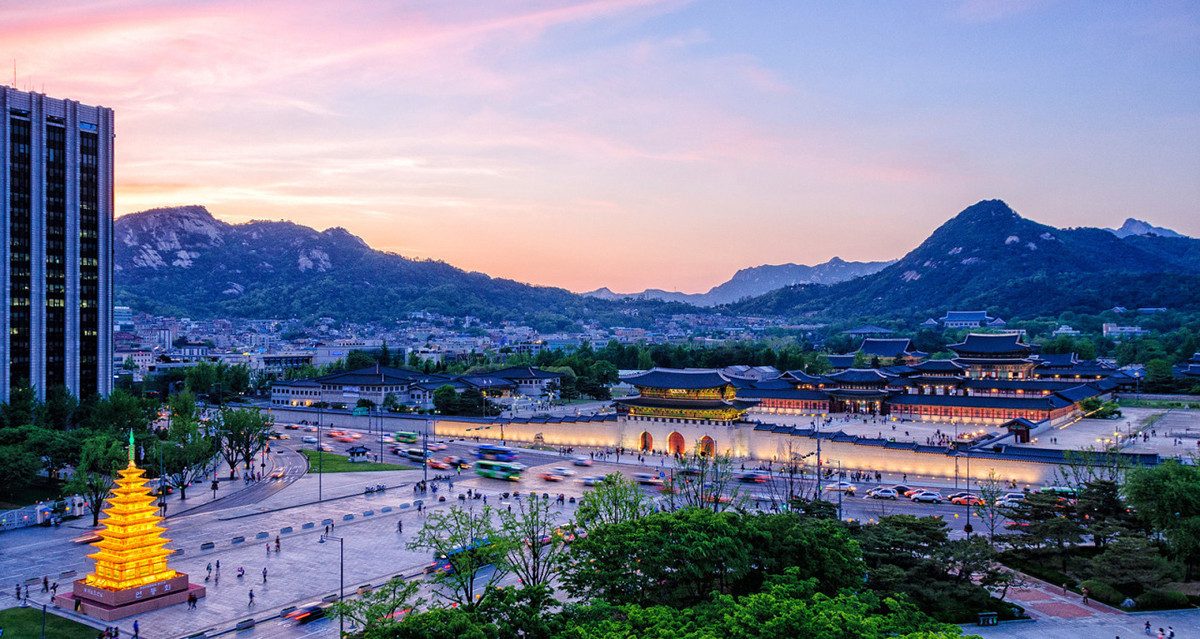Gyeongbokgung Palace at dusk